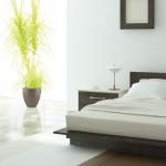 спальня в стиле минимализм с элементами декора