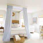 спальня прованс с кроватью с балдахином
