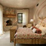 спальня с камином в стиле антик