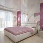 спальня с розовыми оттенками и зеркалом у изголовья кровати
