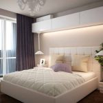 кровать с белым каркасом