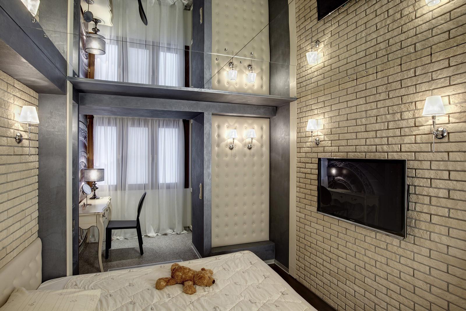 зеркальный потолок в интерьере спальни