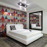 дизайн спальни в стиле поп-арт я яркой стеной