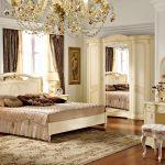 классическая белая мебель в интерьере спальни