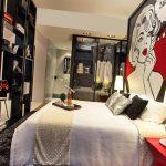 дизайн спальни в стиле поп арт я большой картиной на стене