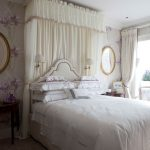 интерьер спальни в стиле прованс с зеркалами