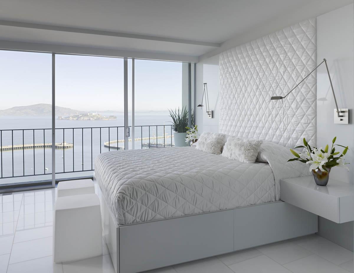 Спальня, обставленная с любовью и вкусом, даст ощущение безмятежного спокойствия и расслабления.