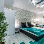 необычный дизайн интерьера спальни с бирюзовым оформлением