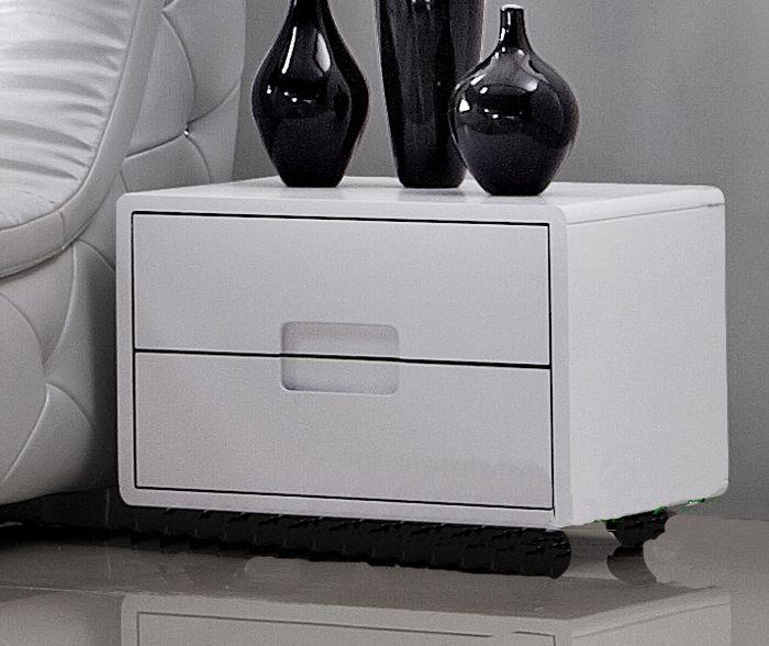 пластиковый прикроватный столик белого цвета