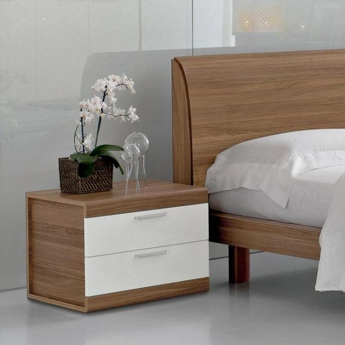 прикроватная тумбочка с ящиками бело-коричневая