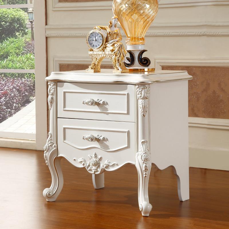 прикроватный столик во французском стиле