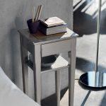 прикроватный стол серый из табурета