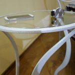 прикроватный стол кованный со стеклянной столешницей