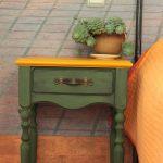прикроватный стол зеленый с ящиком в стиле антик