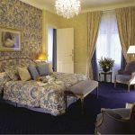 интерьер спальни в синих тонах классик