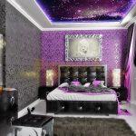 дизайн спальни в фиолетовом неоновом стиле