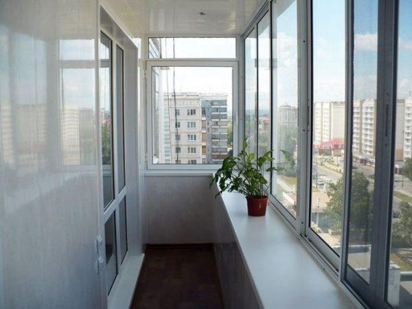 Алюминиевое-остекление-балконов