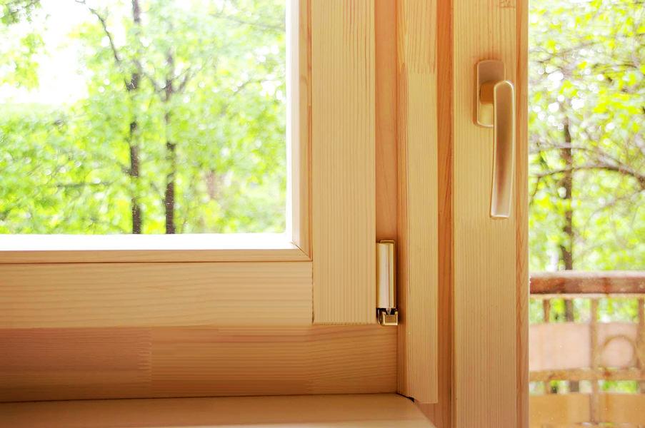 Окна из массива лиственницы