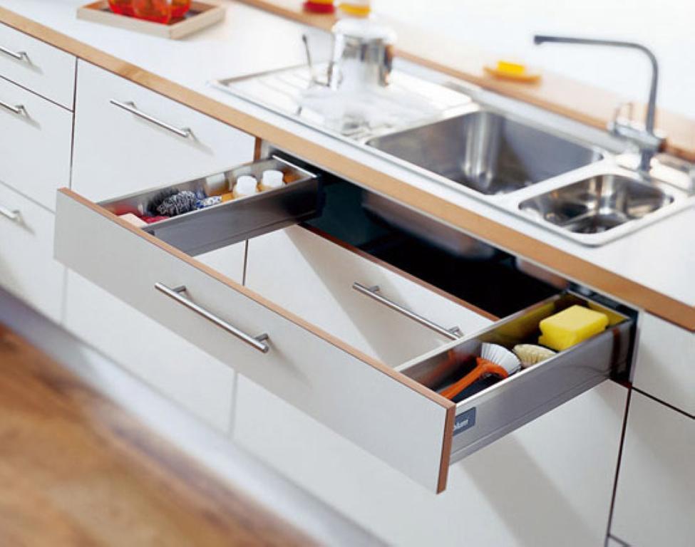 Выдвижные ящики в мебельном гарнитуре