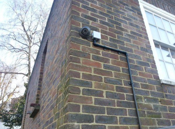 Security-video-Camera_instal