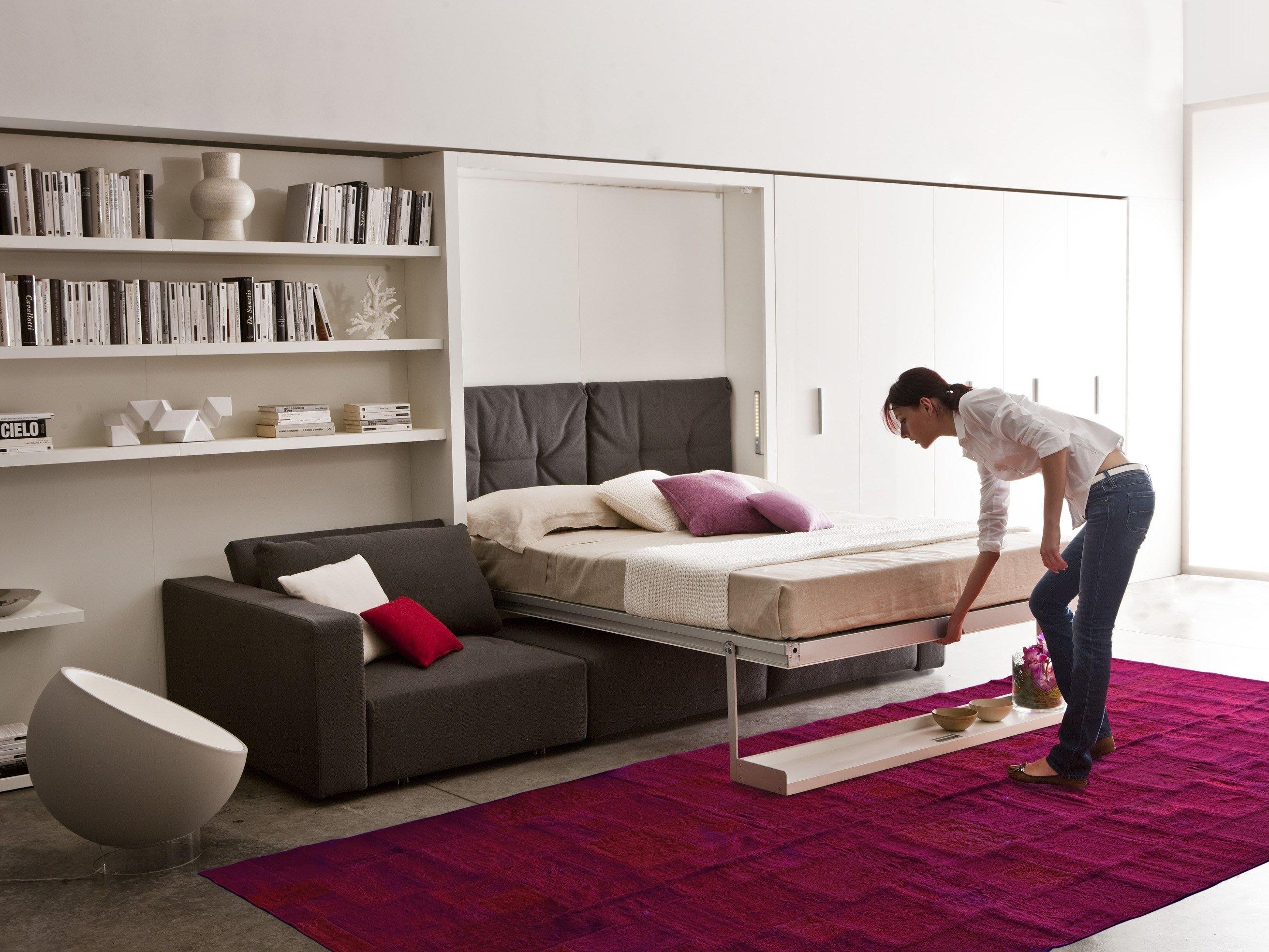 кровать в гостинке