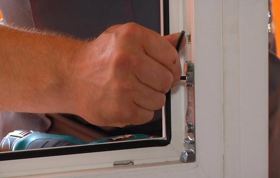 Uhod-za-furnituroj-okna