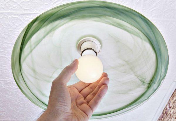 Flickering-Lights-Change-Lightbulb